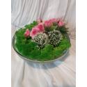 Aranjament cu licheni si trandafiri roz
